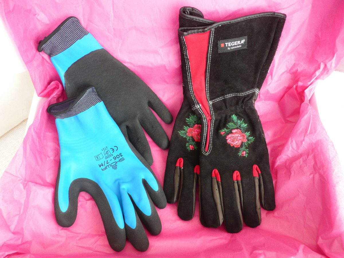 078 Showa 306 Water resistant palm Grip glove and Tegera 90050 gauntlet