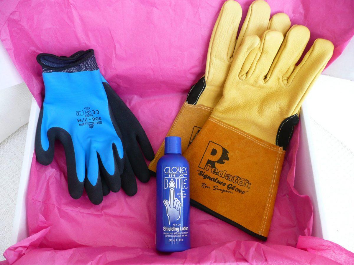 114 Showa 306 Water resistant Grip gloves, Gloves in a bottle, Predator gauntlets